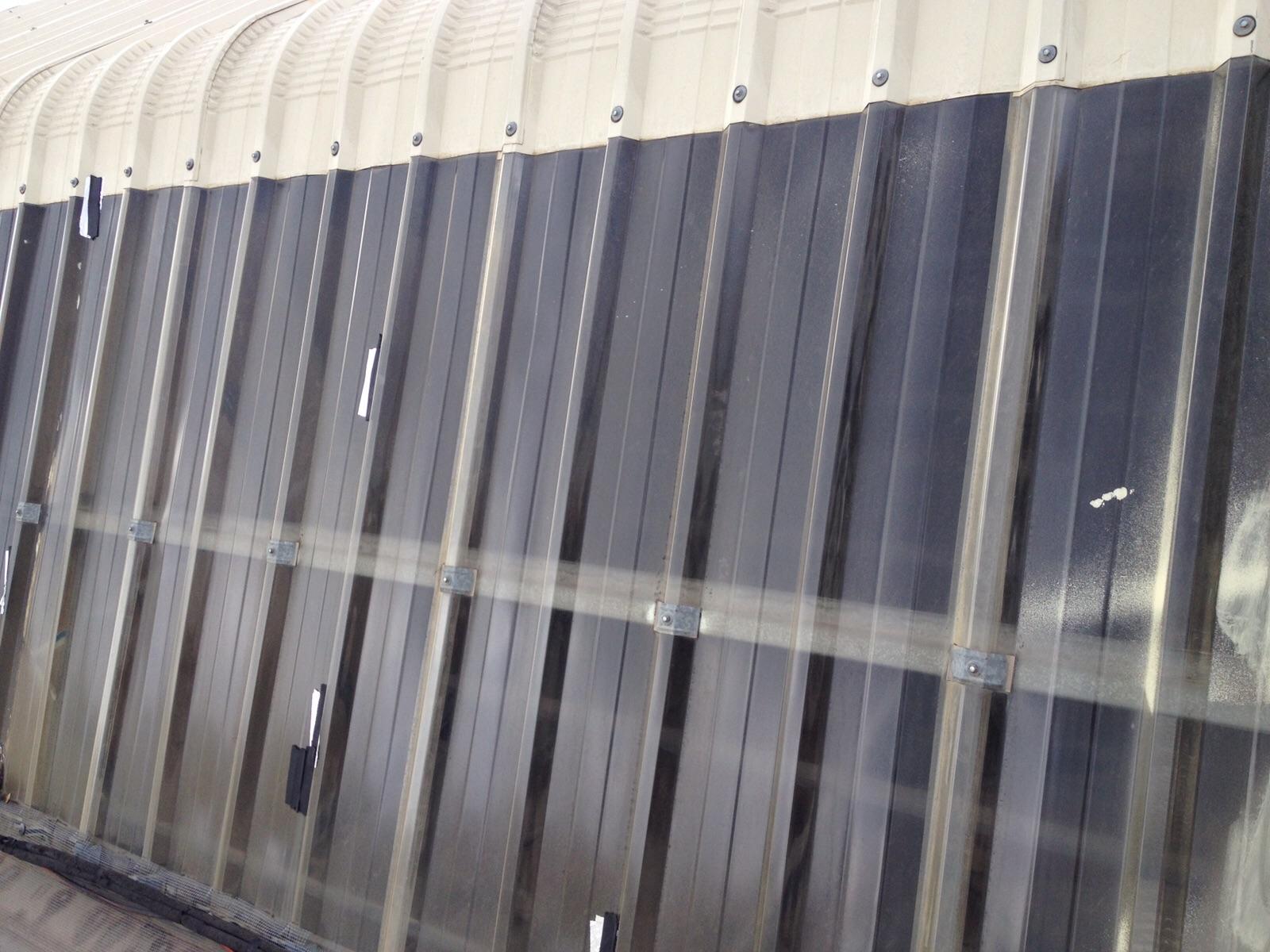 Sustitución de translucidos de policarbonato compacto y limpieza de canales. Prosegur. Zaragoza