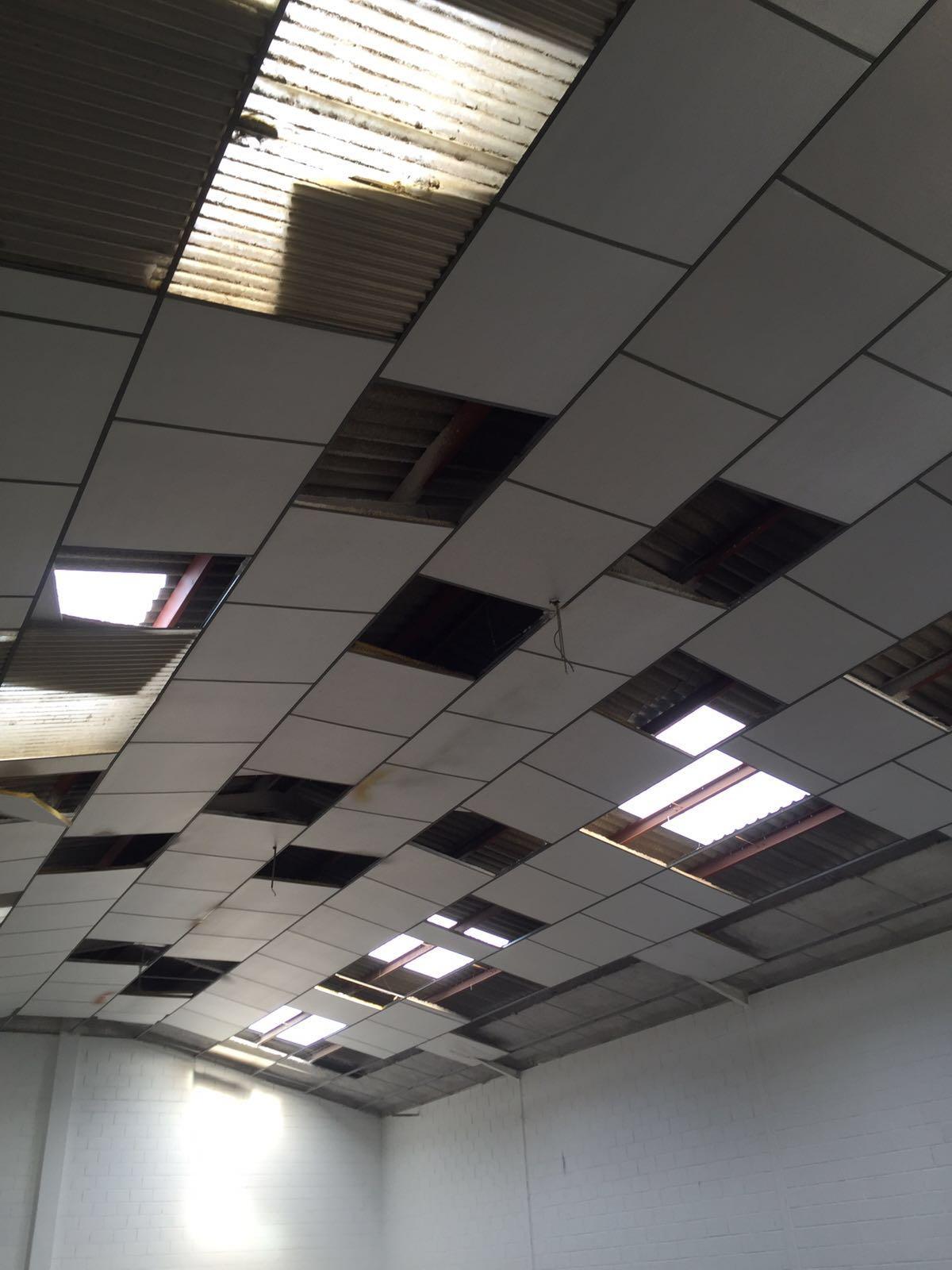 Sustituición de translúcidos y reparación de falso techo de alumisol. Cuarte de Huerva
